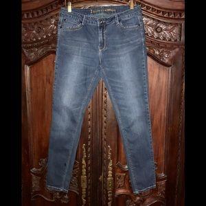 VGC i Jeans by Buffalo Sz 32/12. Cute back pockets